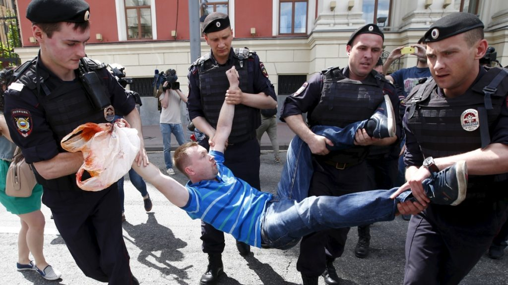 russia-anti-gay-protest